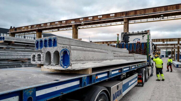 Consolis Parman kuljettajille kasvomaskit käyttöön kuorman purussa